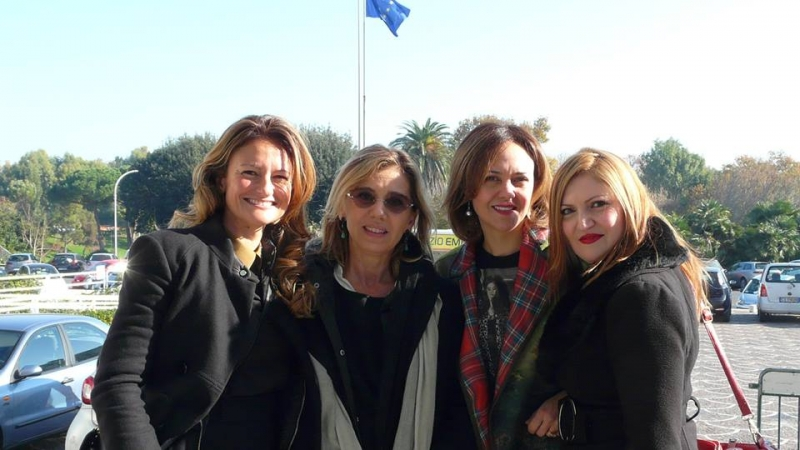 Concita de Gregorio (al centro) dopo il Premio Alghero donna con Columbu, Muntoni e Muggianu Scanu