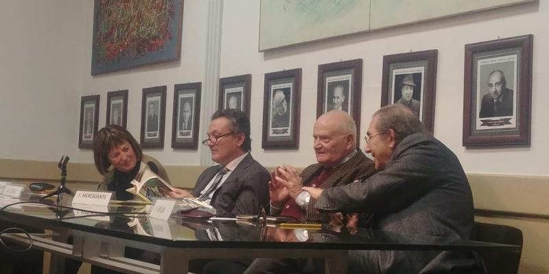 Roma, Sindacato Libero scrittori Italiani, sala Diego Fabbri, Antonio casu al centro durante il suo intervento