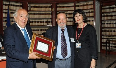 Roma, Biblioteca della Camera, on. Gerardo Bianco consegna la targa a Bruno Rombi